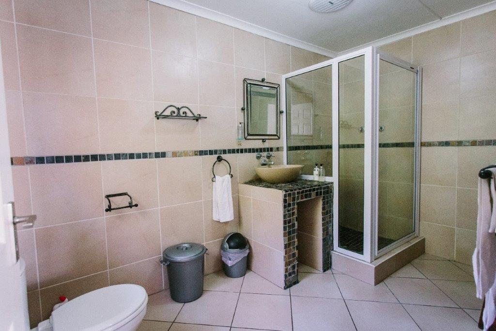 Room 3 bathroomc