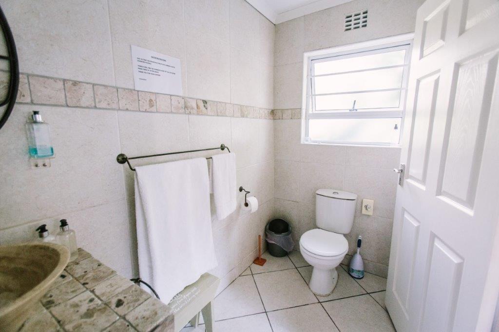 Room 4 bathroom a