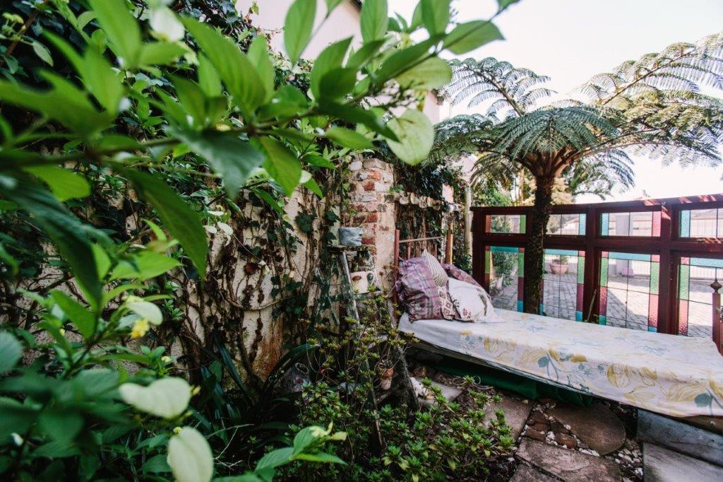 bed in gardenb